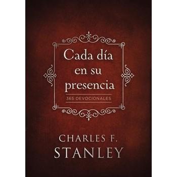 Cada Dia En Su Presencia: 365 Devocionales, by Charles Stanley