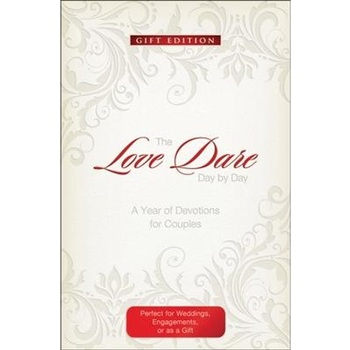 The Love Dare Day by Day (Gift Edition): A Year of Devotions for Couples